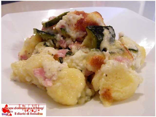 Potatoes dumplings gratinated with cheese