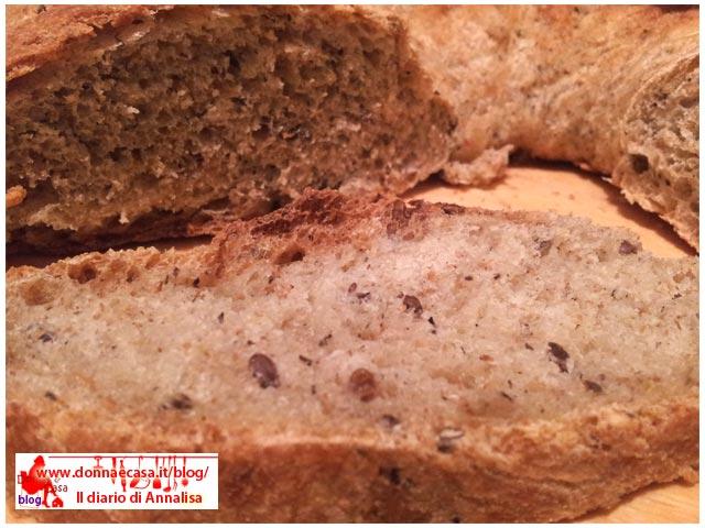 particolare di ciambella di pane
