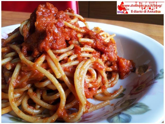 spaghetti con sugo al pomodoro ricetta base