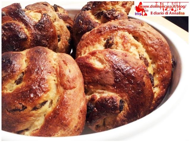 chiocciole di pane dolce e uvetta per colazione