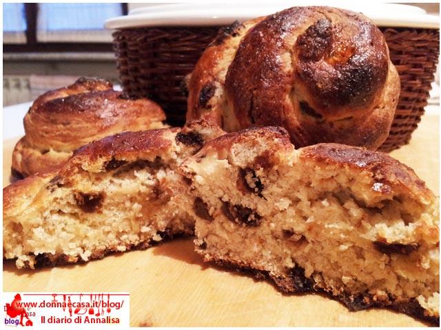 chiocciole di pane dolce e uvetta aperta