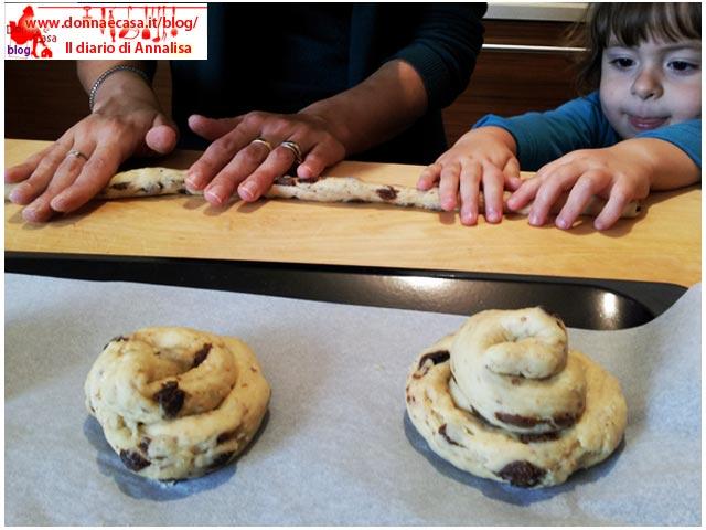 chiocciole di pane dolce e uvetta con cuoche
