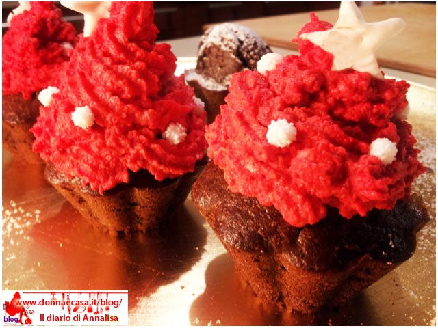 cupcakes con frosting rosso