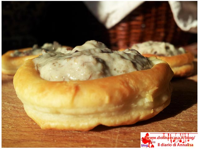 Voulevant stuffed with cream of mushroom image 3