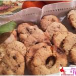 Biscotti profumati all'arancia con gocce di cioccolato