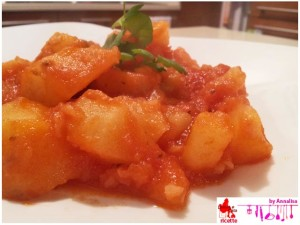 Potatoes with tomato sauce