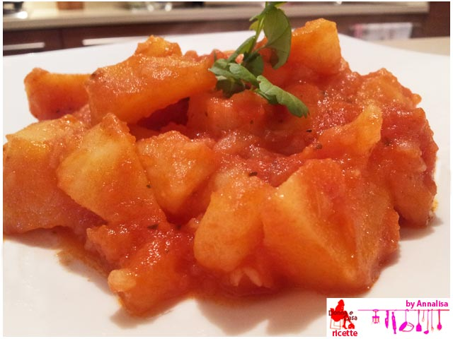 Potatoes with tomato sauce presentation