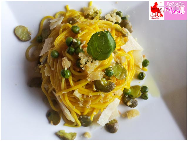Spaghetti with beans peas and saffron photo 3