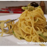Spaghetti di riso e mais con broccoli e olive