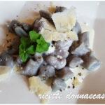 Gnocchi di patate viola con fonduta