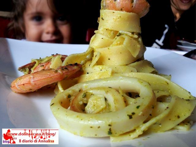 tagliatelle gamberi totani crema zucchine con ospite