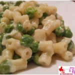 Small ridged pasta with peas and smoked cheese