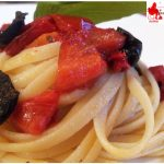 Pasta with peppers and olives
